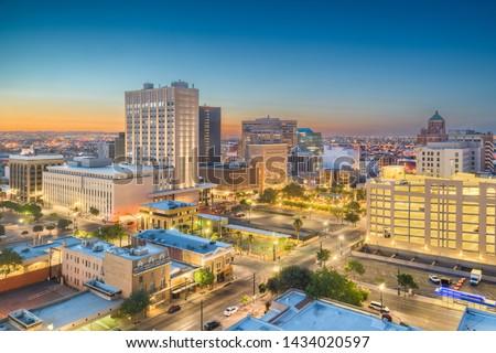 El Paso, Texas, USA  downtown city skyline at twilight. Foto stock ©