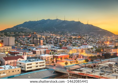 El Paso, Texas, USA  downtown city skyline towards Scenic Drive Overlook at dawn. Foto stock ©
