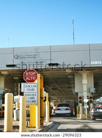 El Paso TX- Apr 21, 2009: Increased waiting times at the US ports of entry in the Mexico  border due to exhaustive inspections by CBP agents because of the outbreak of violence in Mexico