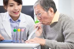 Elder patient has triflow training to improve vital capacity