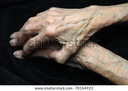 elderly hands of a woman