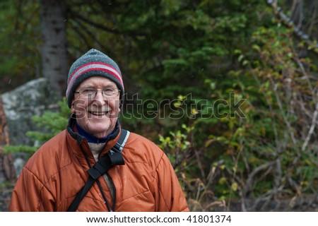Elderly sporty man outdoors in a wool hat