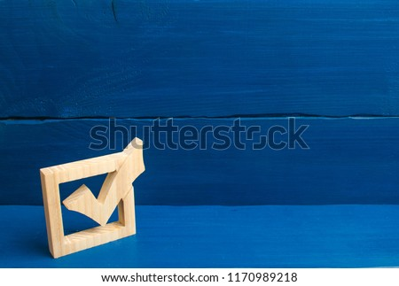Election of the President or Government. Democracy, development, civil initiative. A wooden checkmark in the box on a blue background. The concept of suffrage, voting in elections. Stock foto ©