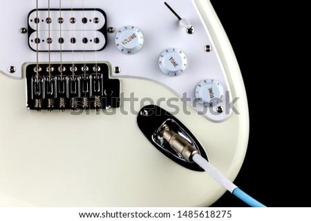 Electric guitar bridge pickup knob input and lead