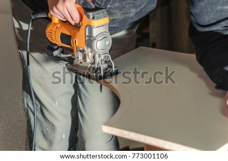 Electric jigsaw cuts chipboard #773001106