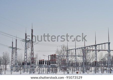 Electric power station with high voltage generators and pylons