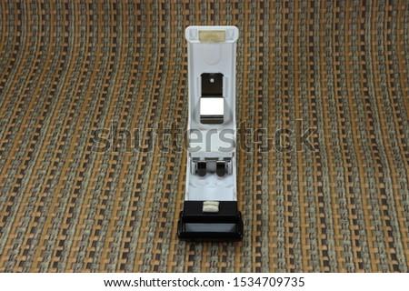 Electric sealer (Food preservation) for bag mouth sealing using alkaline battery. Sealed by sibilant slide, the magnet is set bottom, so it can be set at fridge.