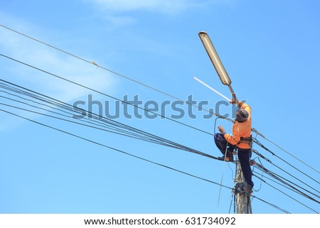 Detail · Electrician Repairing High Voltage Power Lines And Replacing Bulb  #631734092