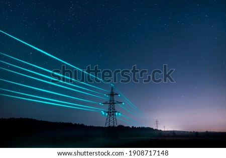 Electricity transmission towers with glowing wires against the starry sky. Energy concept. Foto stock ©