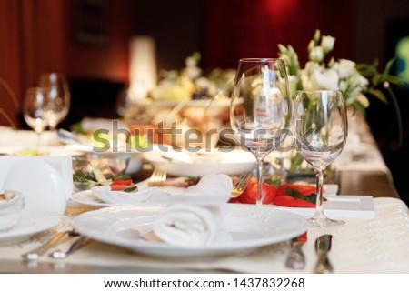 Elegance table set up for dinning room  Foto d'archivio ©
