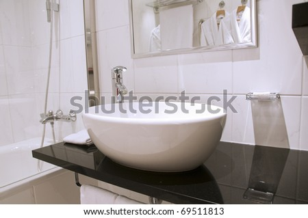 Elegance white washstand and faucet with mirror