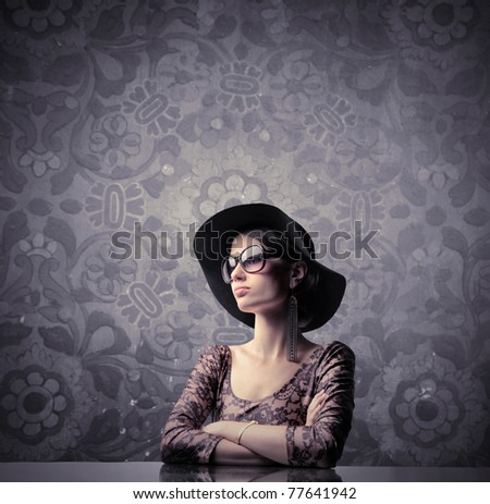 Elegant beautiful woman wearing a hat and sunglasses