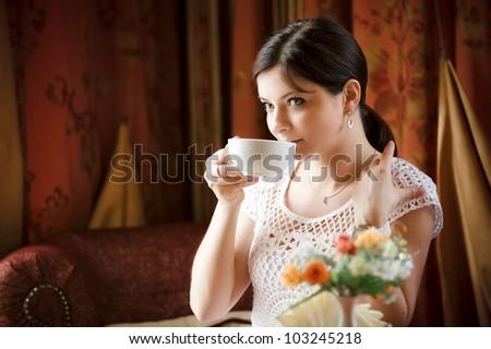 Elegant woman  with a tea mug in cafe