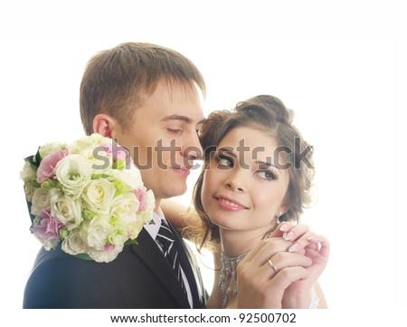 Elegantnye newly-married couple on the isolated white background