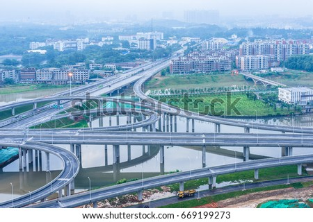 Elevated expressway. The curve of suspension bridge #669199273