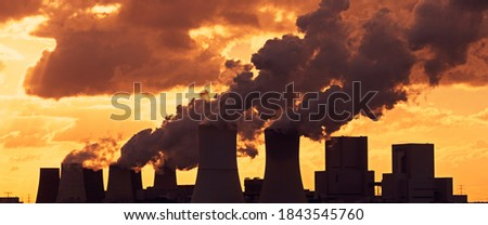 Emissions and Global Warming - A panoramic image of a coal-fired power plant Foto stock ©