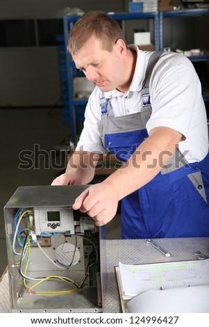 employee performs his job