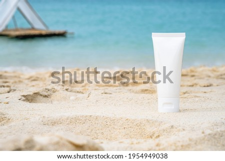 empty cosmetic skin care cream or sun block on sand beach with sea side background travel vacation accessory  Stock foto ©