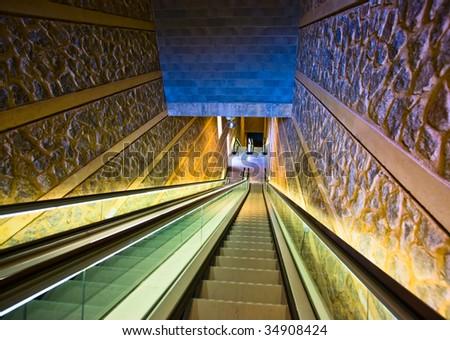 empty escalator,vanishing point