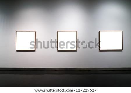 empty gallerys in museum