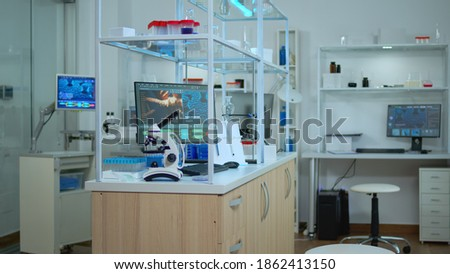 Empty laboratory modernly equipped with nobody in it, prepared for pharmaceutical innovation using high tech and microbiology tools for scientific research. Vaccine development against covid19 virus. Foto stock ©