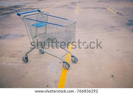 empty shopping cart supermarket ...