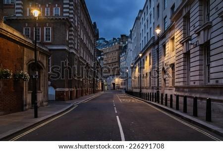 stock photo empty street of london at night 226291708 - Каталог — Фотообои «Улицы, переулки»
