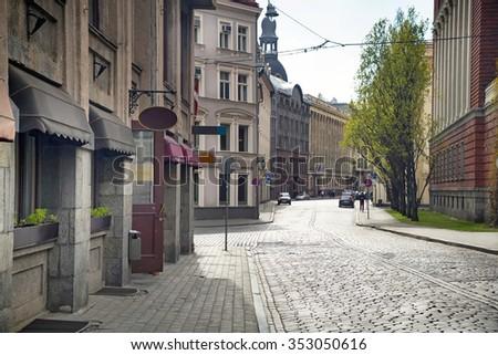 stock photo empty streets of the old town of riga pavers early summer morning 353050616 - Каталог — Фотообои «Улицы, переулки»