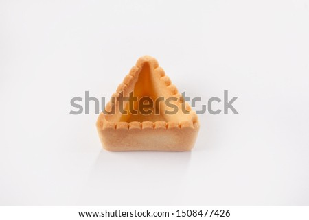 Empty triangular tartlet made of unleavened dough for filling with different fillings. The concept of cooking snacks. Photo on a white background. Isolated object. #1508477426