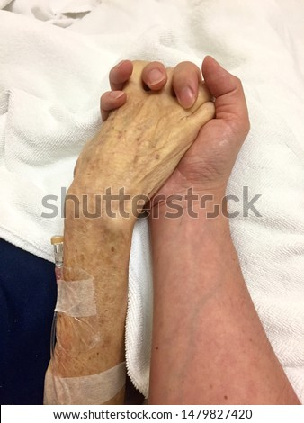 End of life with lovely family. Asian young man hand holds old man hand in hospital before he passed away. Aging societies in Thailand. Foto stock ©