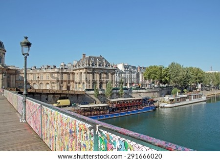 End of the padlocks on the Pont des Arts Paris,  4 street art\'s artist: Jace, El Seed, Brusk, Pantinio exhibit their work. Installation of street art on the Pont des Arts (Paris France). 06/june/2015