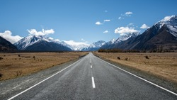 endless roads and mountains of New Zealand