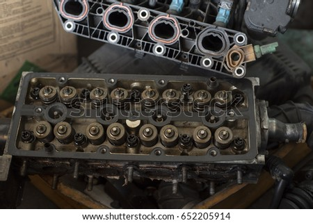 Engine block compartment under repair #652205914