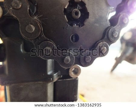 Engine chain for engine Close view