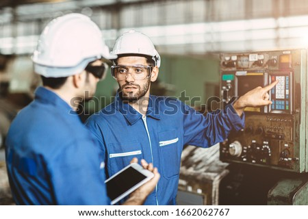 Engineer team talking together to discussion teach and learn give education technical about using machine in factory workplace. Stock foto ©