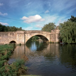 England, Cotswolds, Gloucestershire, Lechlade, historic Halfpenny Bridge over the River Thames