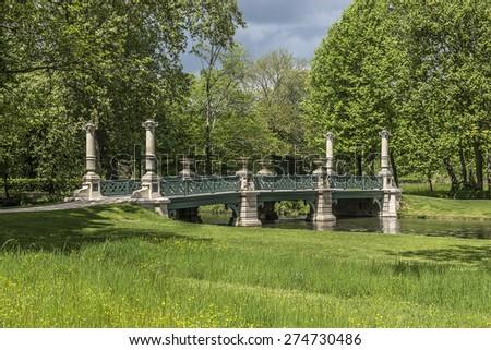 Free english garden jardin anglais 1817 famous chateau for Jardin anglais chantilly