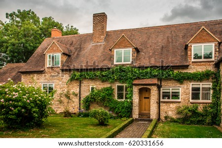English house - Traditional construction for affluent families.