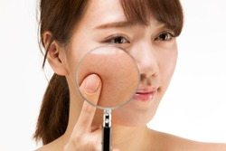 Enlarge the woman's cheeks with a magnifying glass.