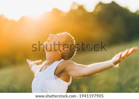 Enlightenment, a mindful woman with open arms, nurturing positive spiritual energy Foto stock ©