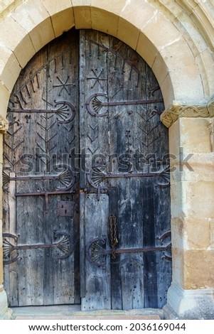 Entrance door of the Romanesque hermitage of Santa Eulalia in the neighborhood of Santa María de Aguilar de Campoo, Palencia, Castilla y León, Spain Zdjęcia stock ©