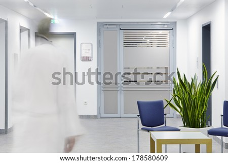 Entrance door with running doctor in hospital