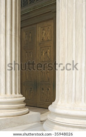 Entrance doors to the United States Supreme Court and columns.
