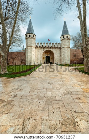 Entrance of the Topkapi palace, istanbul.