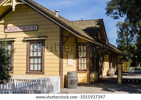 entrance to ardenwood historic...