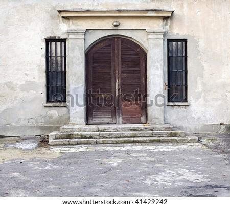 entrance wooden doors to old wears out house
