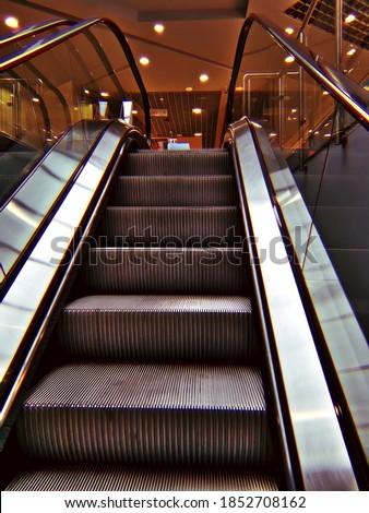 Escalator in a shopping mall Zdjęcia stock ©