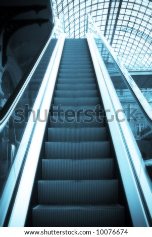 Escalator in the shopping centre