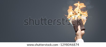Euro bills in a wallet burning with a bright flame as a panorama Foto stock ©