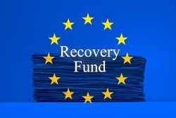 European flag with the banknotes and text Recovery Fund